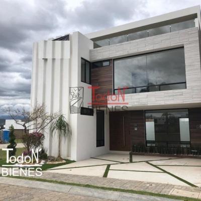 Casa frente a parque con 4 recámaras y una en planta baja, Lomas de Angelópolis Parque Chihuahua
